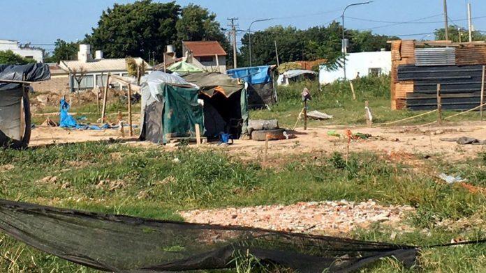 Se investiga si la usurpación en barrio Transporte fue planificada